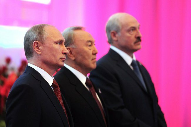 The Presidents of Russia, Belarus, and Kazakhstan finalizing the details for the Eurasian Economic Union (Photo from the official website of the Kremlin)